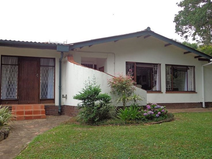 Lazy Days Accommodation - Lazy Days Accommodation is a semi-detached self-catering house, ideally located just 150 m from the beach, in Ballito on the Dolphin Coast.  The house is set in a lovely tranquil garden, within walking ... #weekendgetaways #ballito #southafrica