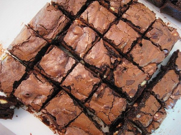 Brownies with white velvet choc chips