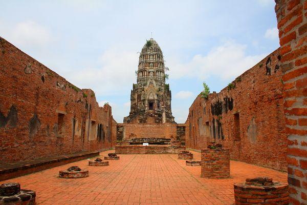 wat ratchaburana - thailand travel