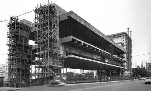 1968 - Construção do MASP - Museu de Arte de São Paulo.