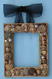 Gold button frame--I've been wondering how to use my metallic buttons.