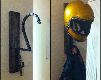 "The ""Solo"" motorcycle helmet, key and coat rack"
