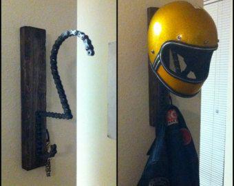 "The ""Solo"" motorcycle helmet, key and coat rack"