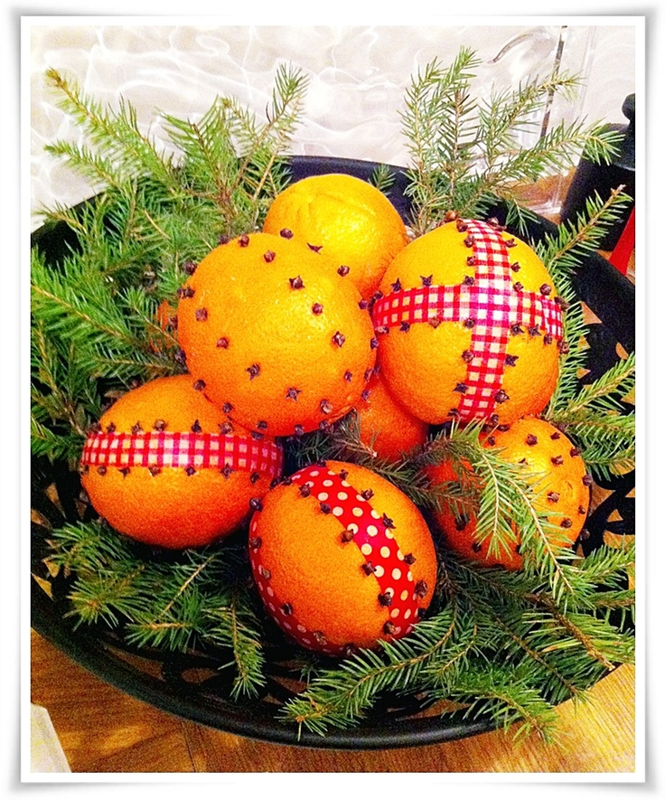 Oranges decorated with washitape and cloves.