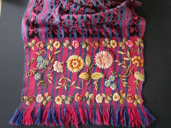 a picture of some of the knot work and embroidery on the warp ends of the Ecuadorian ikat shawl ...    This embroidery has been worked on a mesh of hand knotted warp ends...