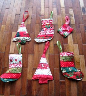 From fabric strips to quilt-y  tree ornaments -- get the tutorial from RosMadeMe