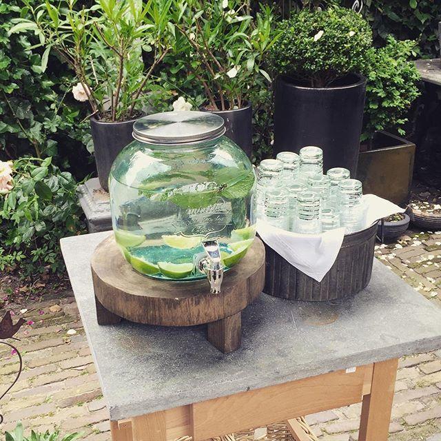 Vandaag zijn we geopend tot 17.00 uur! Kom gezellig naar Cuijk Kei Goed en neem een verfrissend glaasje water in onze prachtige tuin! #viacannella #cuijk #woonwinkel #kookwinkel #kinderwinkel #tuin #cuijkkeigoed #winkelen #winkelsopen #koopzondag