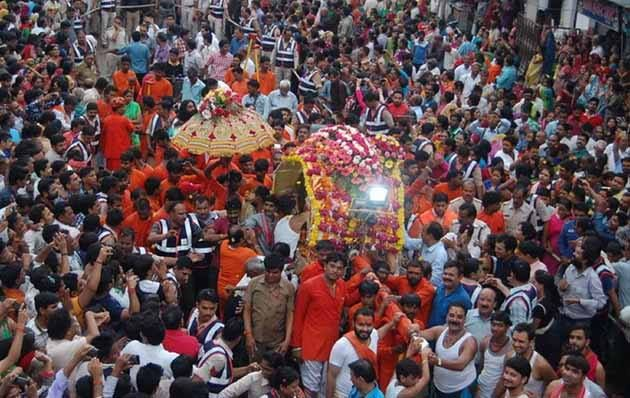 Devotees participating Mahakal ki Sawari  the special processions  Sawan month in the #UjjainMahakalTemple on Monday.