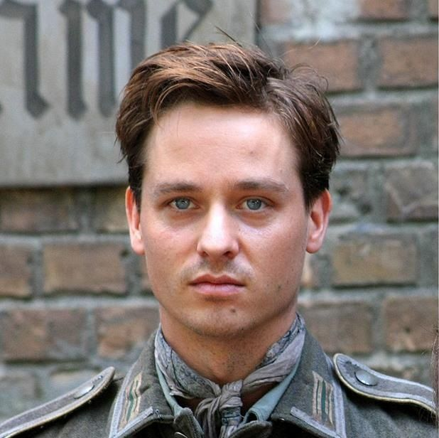 Tom Schilling  - 2020 Dark blond hair & alternative hair style.