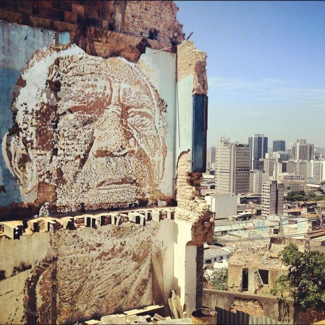 Vhils à Morro da Providencia, favela de Rio de Janeiro! ^*