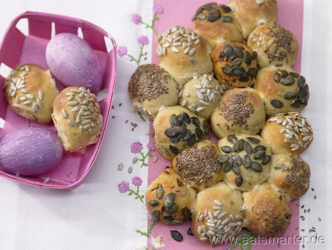 Auch nach Ostern noch sehr lecker: Kernige Quarkbrötchen mit Oliven, Tomaten und Rosmarin - smarter - Kalorien: 172 Kcal | Zeit: 35 min.