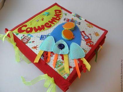 """Развивающие игрушки ручной работы. Ярмарка Мастеров - ручная работа. Купить Развивающая книжка для мальчика """"Транспорт"""". Handmade. Разноцветный, паровозик"""