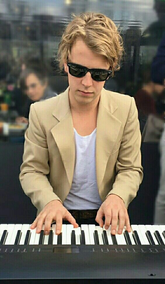 Tom Odell #WrongCrowd