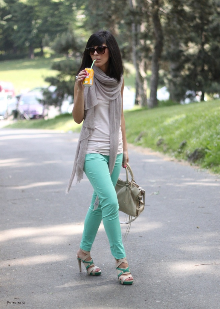 Summer scarves and coloured skinnies are the way to go this coming summer! Sunnies and soda is a bonus ♥