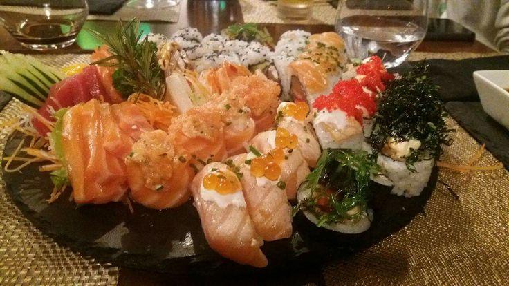 A maneira perfeita de terminar o sábado! Sushinow!   Já estamos à sua espera!  Para reservas contacte 21 933 7401  #food  #instafood #japanesefood #foodie #sashimi #japanese #love #yummy #dinner #delicious #sushi #japan #instagood #salmon  #sushilovers #lunch #fish #yum #healthy #foodstagram #restaurant #tuna #friends #foodpics #photooftheday #eat #instadaily #happy #sushinow