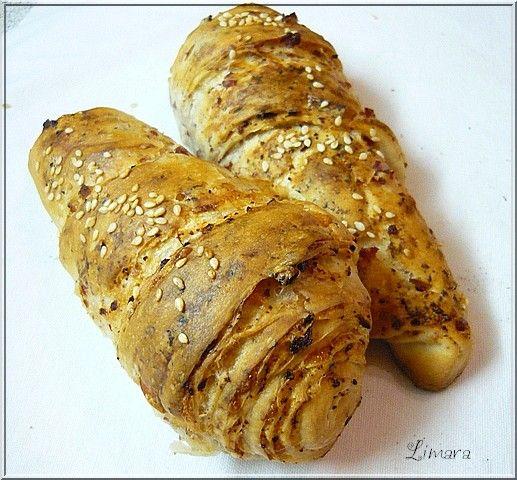 Limara péksége: Egycsücskös kifli füstölt tarjával