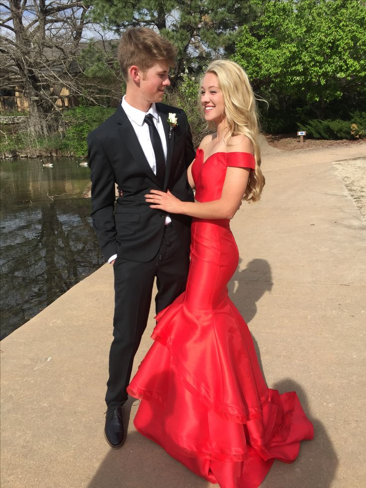 Prom pictures couple