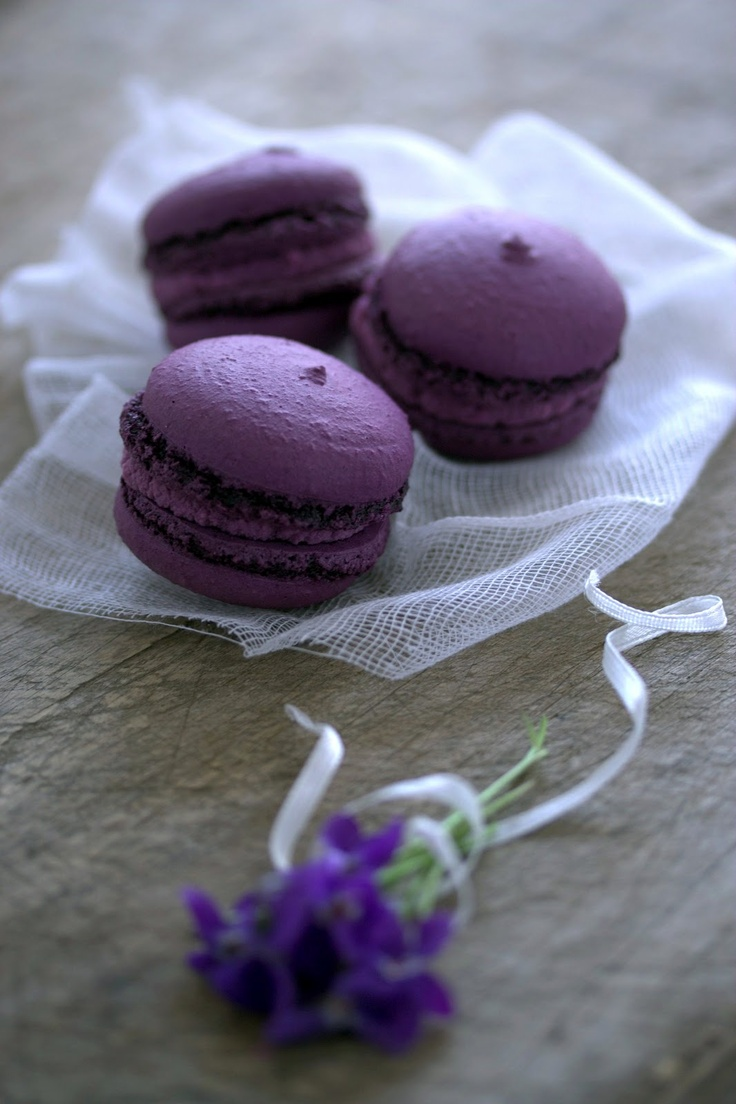 Macarons à la violette.  Web site has instructions & recipe. You have to translate from French to English.