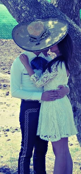 KISSING COUPLE~Charro
