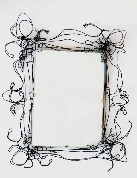 Cadres de fil dans une variété de tailles pour des miroirs ou des photos. Plus petits pour £25 (A6) Milieu ceux pour £30 (A5) Plus grands pour £40 (A4)