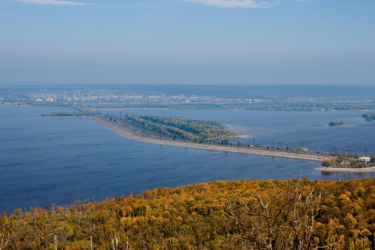 На горзонте Тольятти и ГЭС имени Ленина