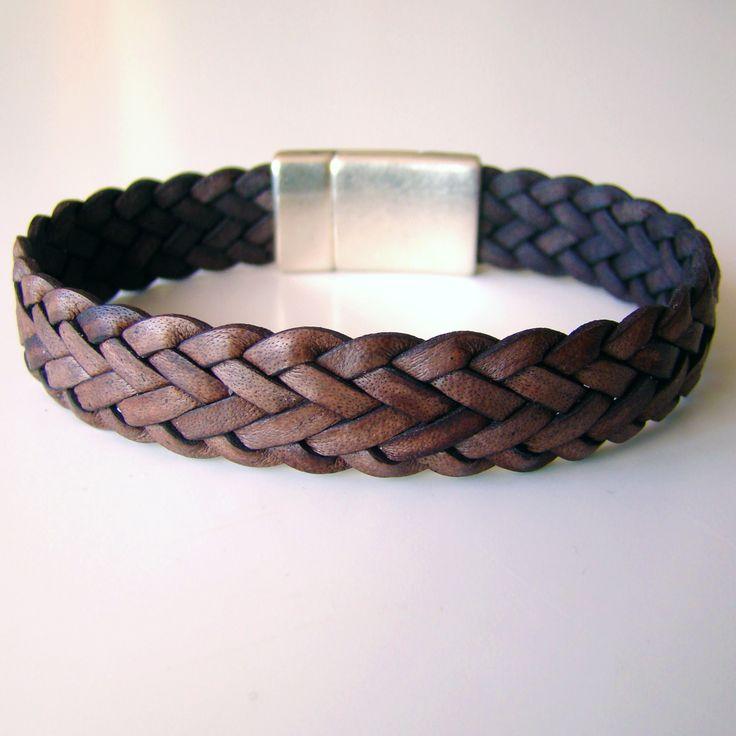 """Bracelet Dandy """"chevrons"""" marron antique, tressé à 7 brins. Fermoir magnétique plaqué argent."""