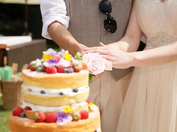 会場も大盛り上がり♡結婚式で真似したいケーキカットアイデア一覧♡ウェディング・ブライダルの参考に!