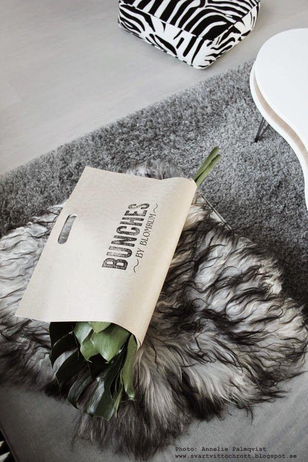 """Att köpa blommor i Göteborg när man ska ta tåget hem är inte jättekul... om man inte handlar från """"Bunches"""" som förpackar blommorna på ett supersmart sätt! Cool förpackning! Riktigt bra och snyggt! Någon har allt tänkt till :-)"""