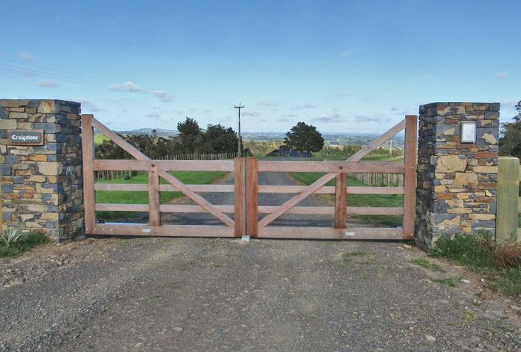 Karaka Deluxe : Wooden Gates Fences driveway gates Wooden gate manufacturers Auckland New Zealand Waiuku