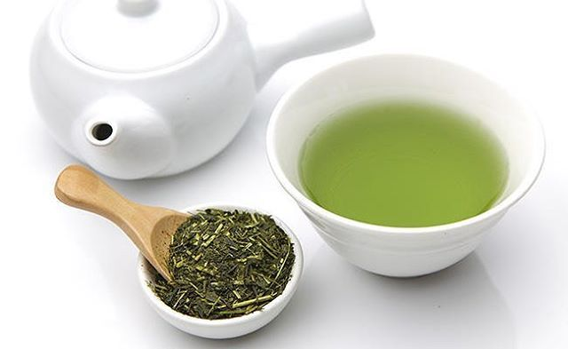 Morning 🙋🏻Ready for your morning coffee boost? Why not try a freshly brewed mug of Green Tea instead - Green Tea contains smaller amounts of caffeine however gives you just the boost you need whilst improving brain function, relieving water retention and being loaded with antioxidants and nutrients that have a wonder of health benefits 🍃 Natural Beauty from BEAUT.E