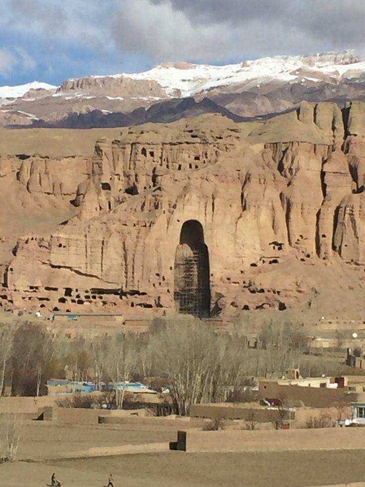 UNESCO 1 / Afghanistan BAMIYANVALLEI (1) Het cultuurlandschap en de archeologische ruïnes vertegenwoordigden de artistieke en religieuze ontwikkeling die van de 15ste tot de 13de eeuw het oude Bactrie kenmerkte en verschillende culturele invloeden integreerde in de Gandharaschool van de boeddhistische kunst.