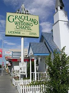 Graceland Wedding Chapel, Las Vegas.... Omg!!!! This is where me and David got married!!!!