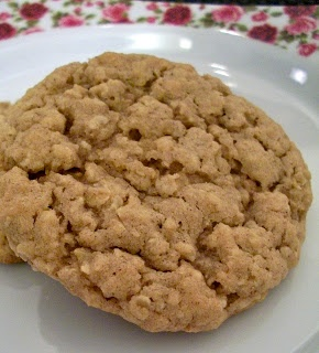 Brooke Bakes : Apple Cinnamon Instant Oatmeal Cookies..good way to use up instant oatmeal packets