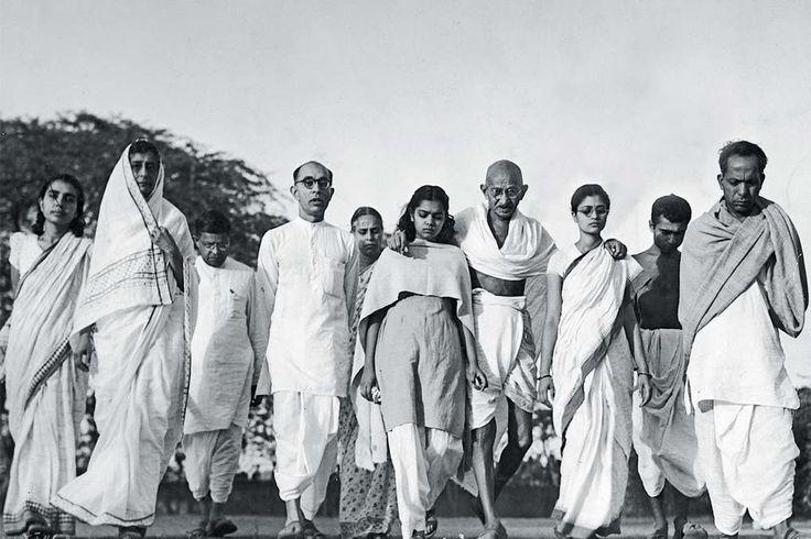 Moder Teresa tog emot stulna pengar. Gandhi sov med unga flickor och drottning…