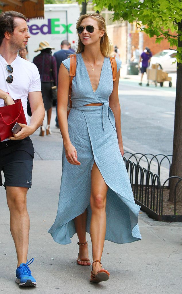 Karlie Kloss from The Big Picture: Today's Hot Pics  The supermodel is the picture of summer ease after lunching at Sant Ambroeus in SoHo with pal Derek Blasberg.