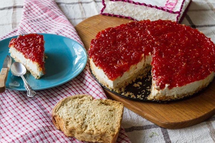 Αλμυρό Cheesecake με κρεμώδη γέμιση από τον Άκη. Υπέροχη συνταγή τσιζ κέικ που σερβίρεται με γλυκό ντομάτας με τζίντζερ και κάρδαμο.