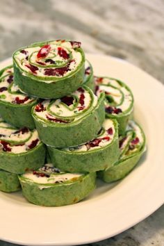Cranberry Feta Pinwheels // use regular and/or spinach tortillas for two different looks #appetizer #holidays