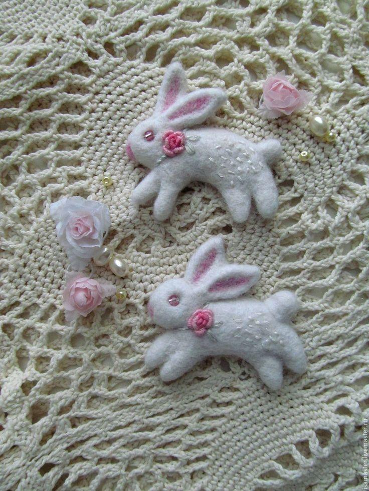 Купить Брошь из войлока Белый кролик - белый, брошь, брошь ручной работы, брошь из войлока