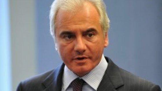 L'economista fiorentino ex capo delle strategie del Cane a sei zampe se ne va a 53 anni. Da tempo faceva la spola con gli Stati Uniti, dove ha insegnato al