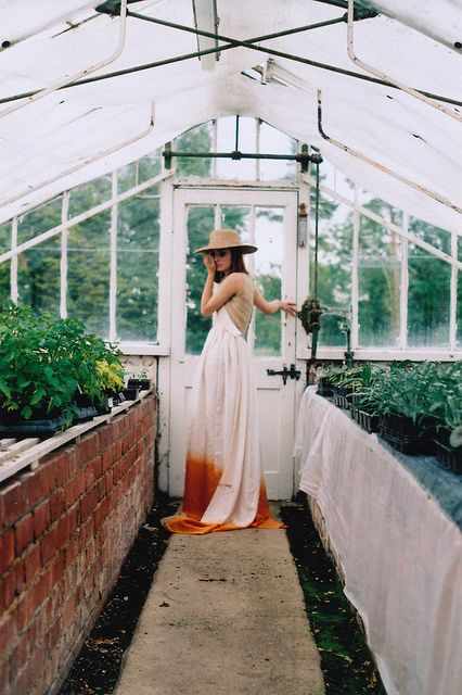 Dip-dyed white & orange dress #greenhouse #camillestyles