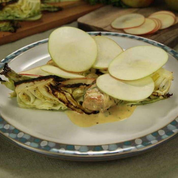 Kycklinglår i dijongräddsås med ugnsrodad spetskål & äpple