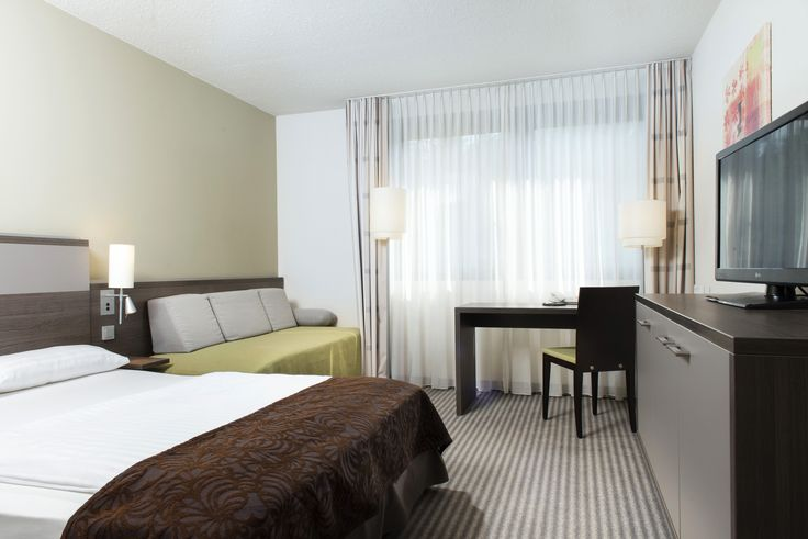 Mercure Hotel Düsseldorf Airport Hotel offers 120 comfortable rooms for those on business and sophisticated visitors to the Rhine-Ruhr industrial region. All rooms are equipped with desk, flat screen TVs, telephone and WiFi.