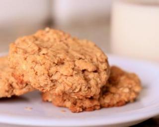 Biscuits « gainer » au beurre de cacahuète : http://www.fourchette-et-bikini.fr/recettes/recettes-minceur/biscuits-gainer-au-beurre-de-cacahuete.html