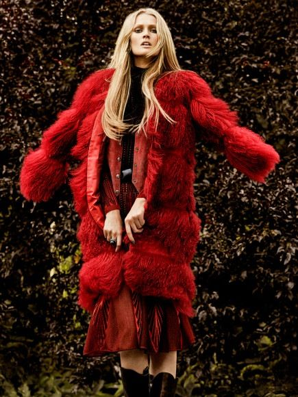Toni Garrn Rengarenk - Toni Garrn kural tanımayan ve topluma uymadan yaşayan bohem tarzı ile eylül ayı Vogue dergisinin Meksika çekimlerinde yer aldı. Leonardo DiCaprio'nun1992 doğumlu Alman kız arkadaşının renkli bohem tarzı ile Vogue dergisinde yer alacak görüntüleri; 7 Temmuz 1992 doğumlu Alman model, 2008 yılında Calvin Klein ile özel bir sözleşme imzaladıktan sonra moda endüstrisinde büyük çıkış yakalamıştır. 2006 yılındaki dünya kupası zamanında Claudia Midolo tarafından…