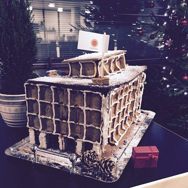 The gingerbread version of the Stora Enso head office in Kanavaranta, Helsinki. We're sure Alvar Aalto would be proud!