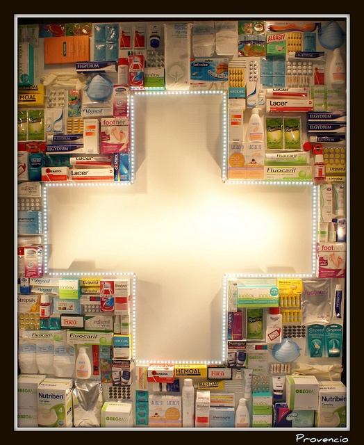 Escaparate Farmacia by Provencio, via Flickr