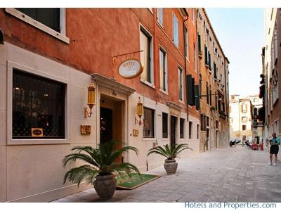 Hotel for sale in Venice center - €55,000,000