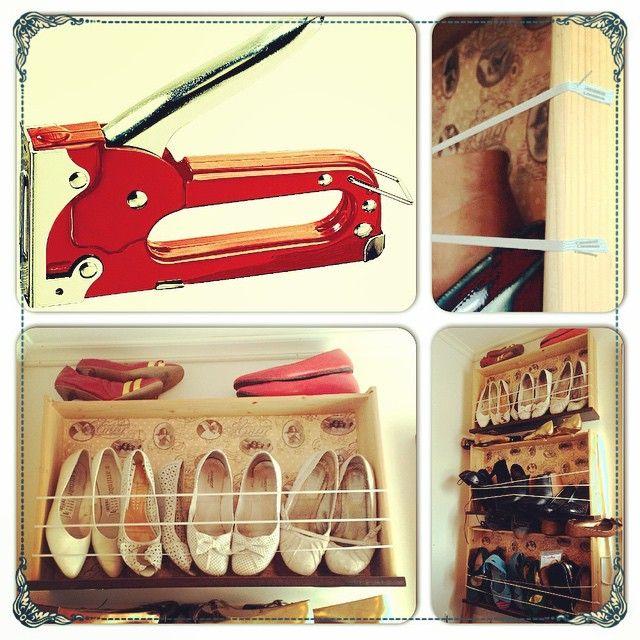 """Jeg digger stiftepistolen min fra Biltema! Her har jeg laget skohyller av gamle skuffer, buksestrikk og stiftepistolen  I tillegg brukte jeg et tynt gavapapir og decoupagelim på """"ryggen"""" #sko #skohylle #skohyller #skuff #kommodeskuff #shoes #shoeshelf #shelf #diy #gjørselv #gjørdetselv #doityourself #stiftepistol #gjenbruk #gjenbruksglede #recycle #reuse #drawer #hytteliv #stapler #redesign #hyttemagasinet #hytteliv #boligpluss #rom123 #kamilleideer #kamillenorge"""