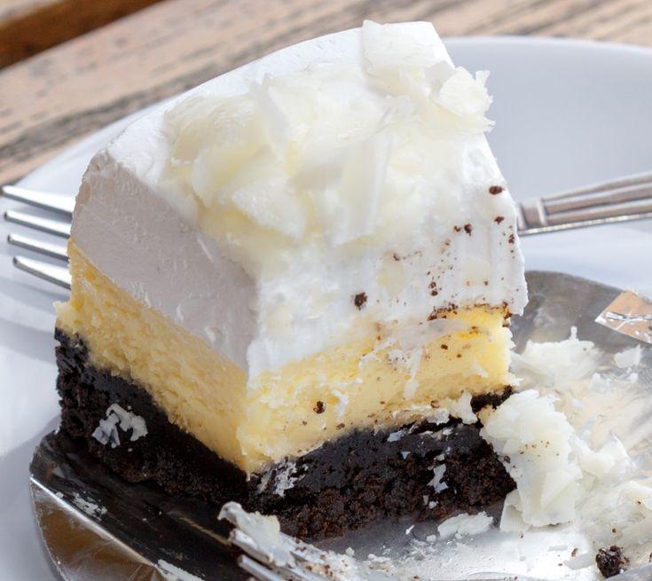 Prăjitura înghețată falsă este delicioasă și nu se face greu, deși arată foarte bine. Să vedem o rețetă simplă, care va fi pe placul tuturor.