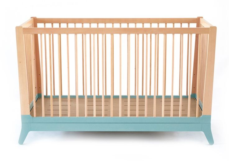 Crib Horizon tropical green 3 mattress positions Feet and bars : 100% FSC certified solid beech - Mattress: 70cm x 140cm Flared effect for an open feeling Evolutive kit conversion available to be used up to 6 years old Mattress not included Long lasting design Minimal and retro lines, for kids and not so kids. 5 colors delicately chosen, picked to be daring and different, for modern family homes Quality and sustainability Our products are developed with care and perfection in every detail…